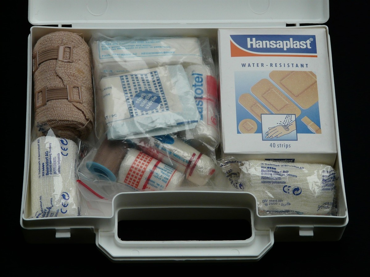 6-helpful-items-to-keep-in-your-car-in-case-of-an-accident