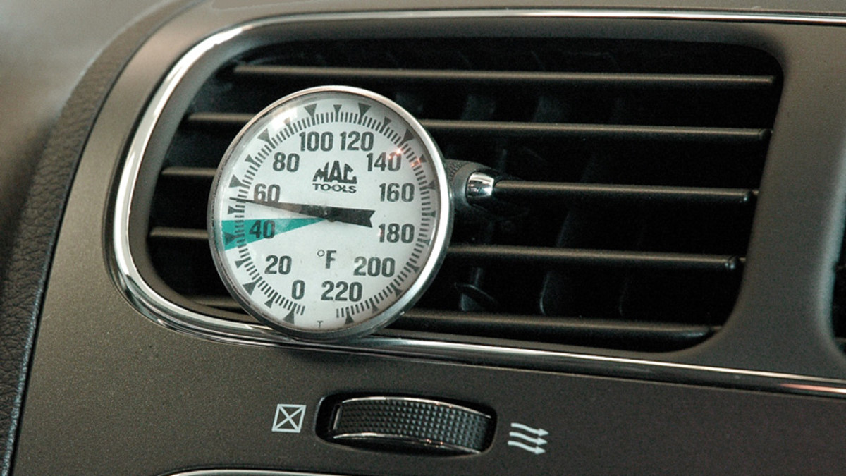 You can keep track of the temperature of your car's air conditioning with a thermometer mounted on a vent