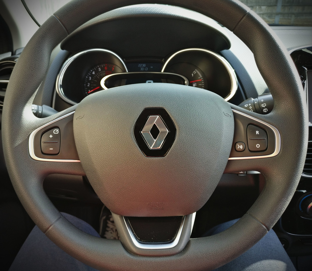 The steering wheel has a nice grippy texture and it's very ergonomic. Notice the cruise control buttons on the spokes.