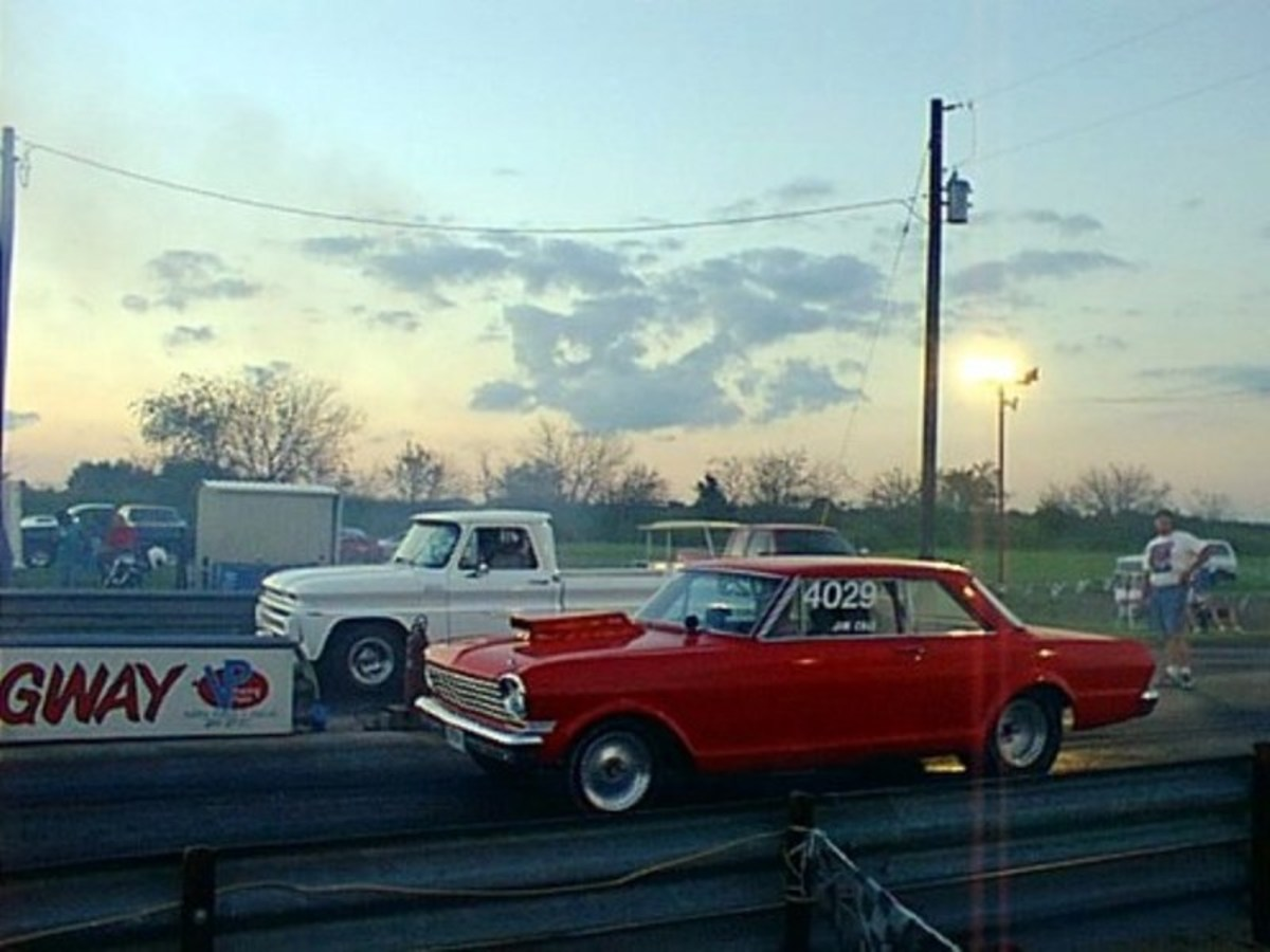 Bracket racing at the North Texas Dragway running the finals at Super Competition Eliminator.