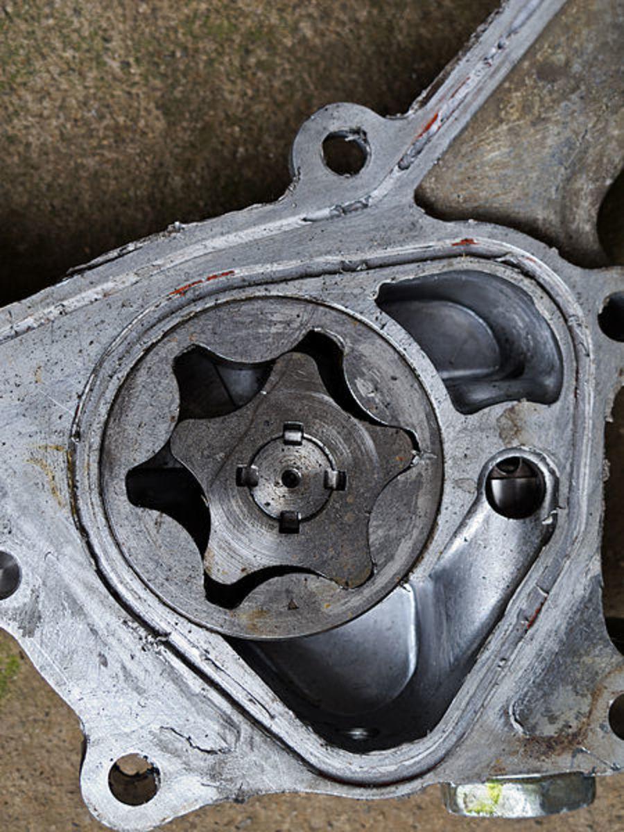 磨损的油泵也会导致油压过低。