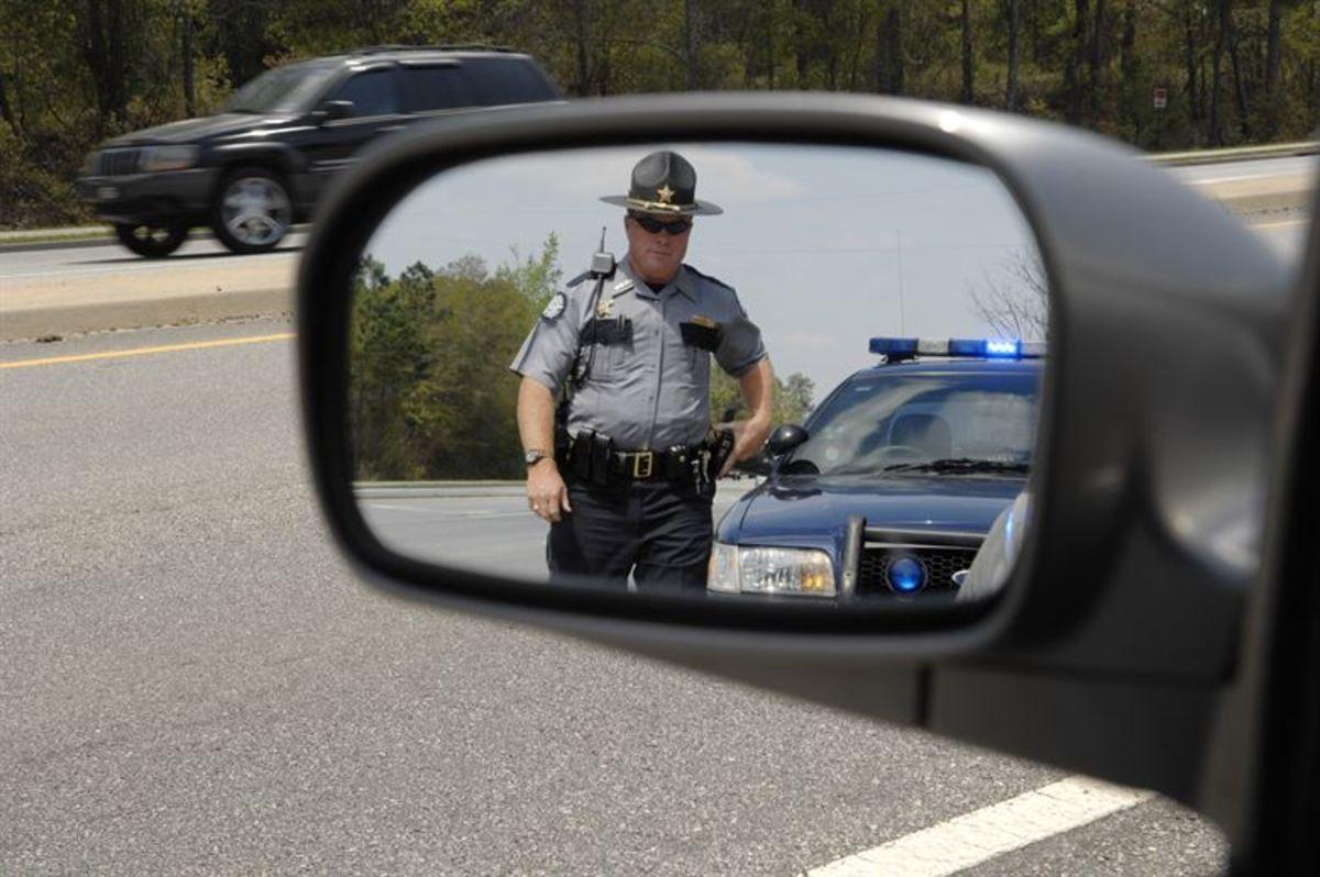 """你有多少次看到一个咄咄逼人的司机说""""当你需要警察的时候,从来没有警察在你身边?""""好吧,来了一个。"""