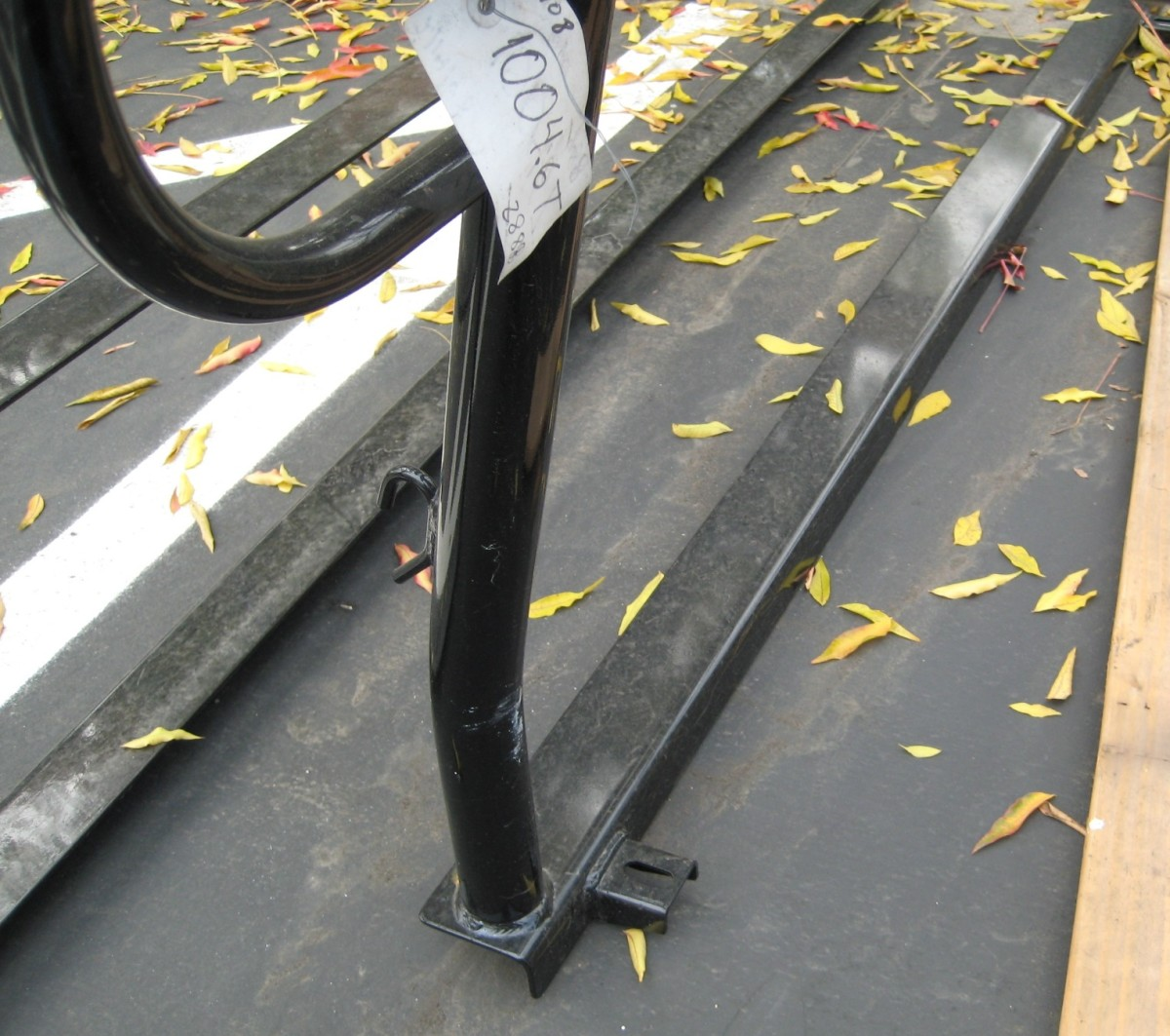 This is the rear of the rack, notice the extruded part where most of these racks are normally just straight angle iron.