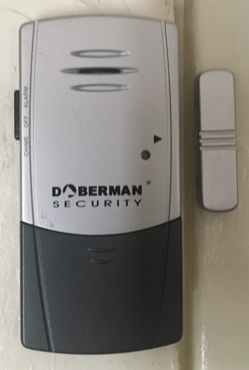 The door alarm triggers when the alarm breaks the connection with the small grey bar on the right.