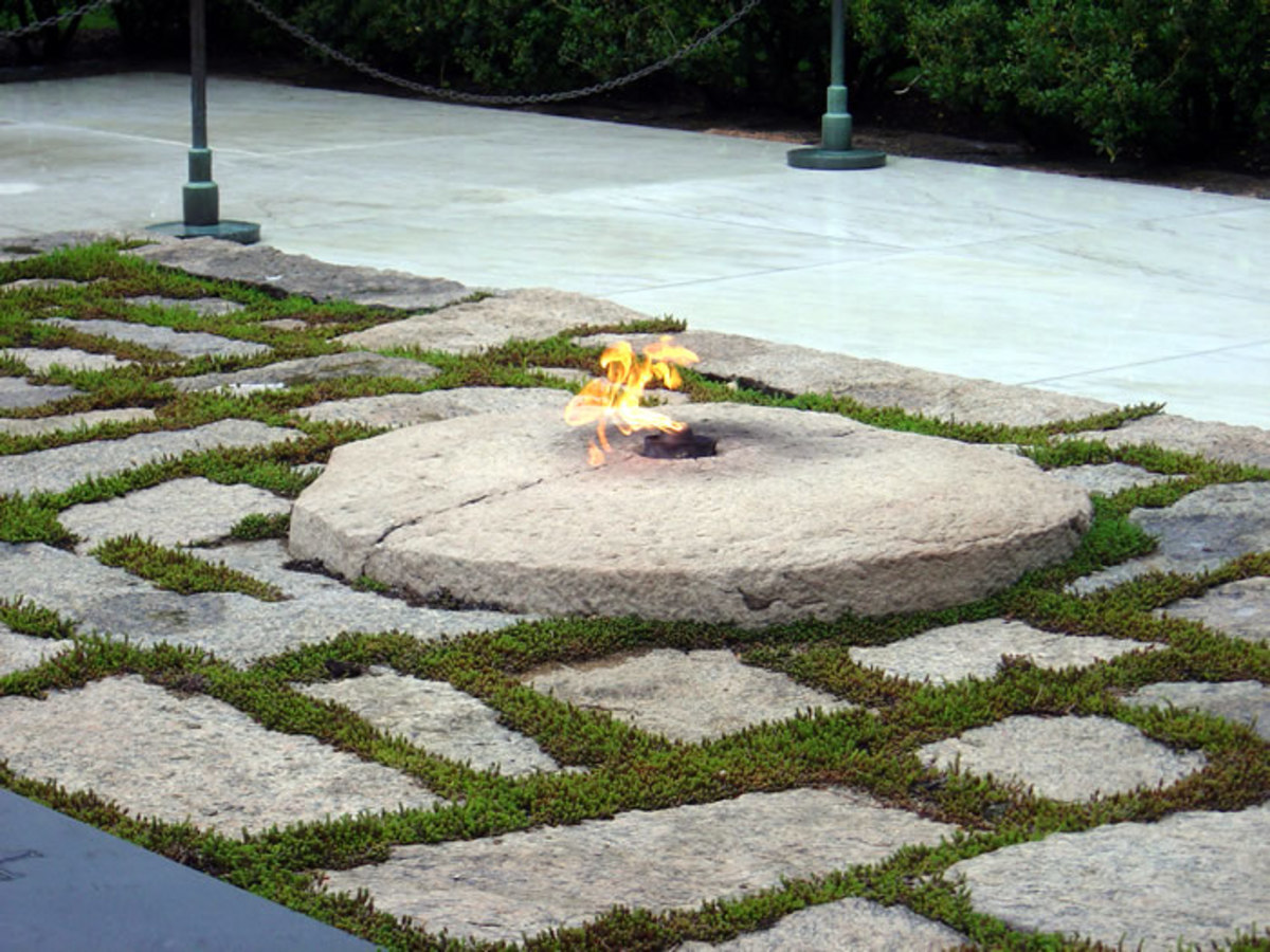 Eternal Flame and grave site of President John F. Kennedy: Arlington National Cemetery.