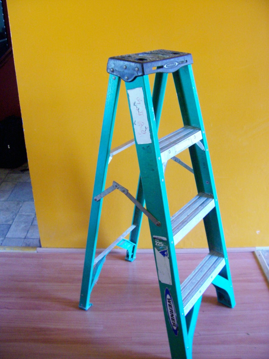 Four-foot fiberglass stepladder