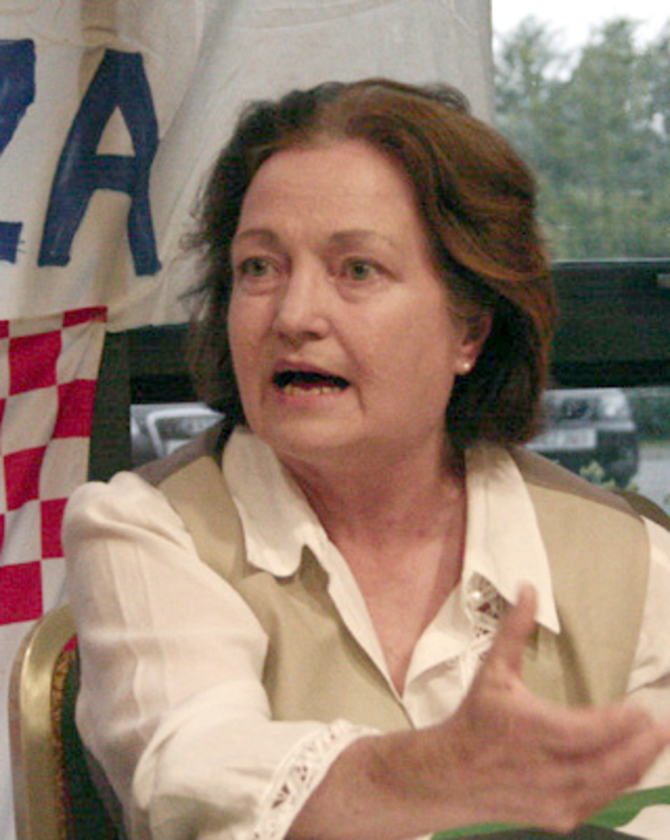 Mairead Corrigan speaking at a Free Gaza press conference in 2009.