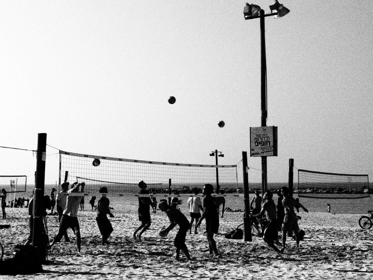 Beach games are also great team-building activities