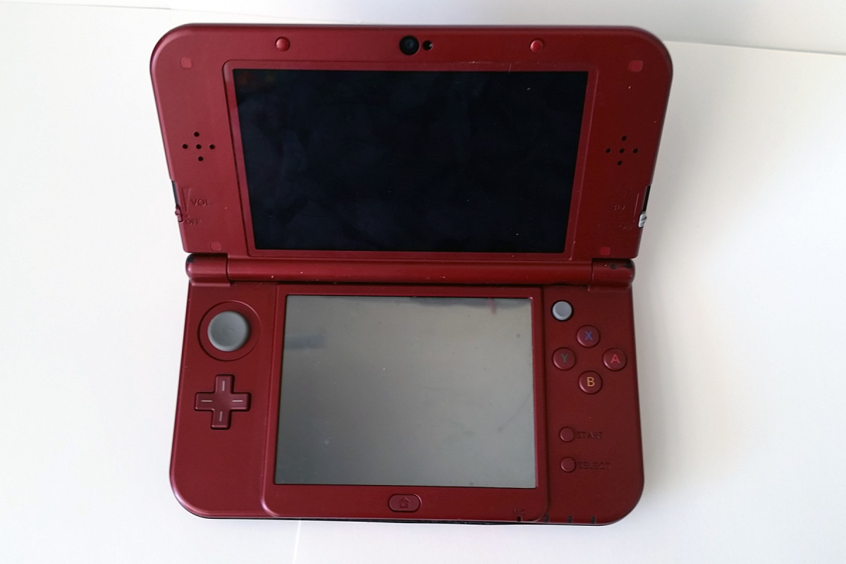 A broken 3DS XL sold for nearly $75 in as-is condition.