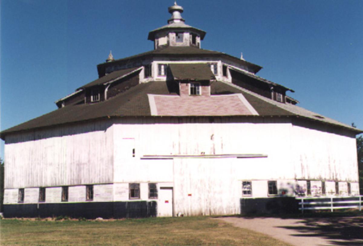 Most famous Octa-Barn in Gage, MI. Public domain website.