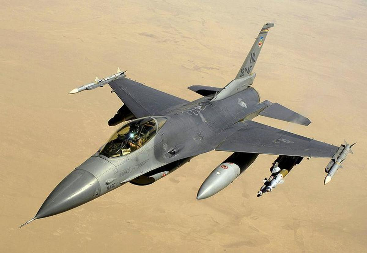 USAF F-16 Fighting Falcon over Iraq