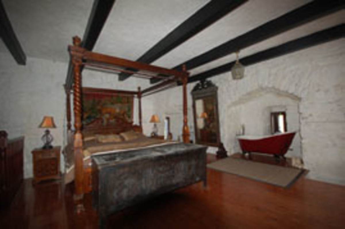 Strongford Castle's kingly master bedroom.