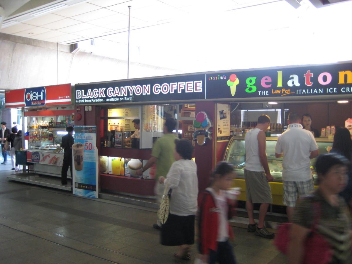 你可以尝试在BTS站里开店,但是现在很难找到出租的空间