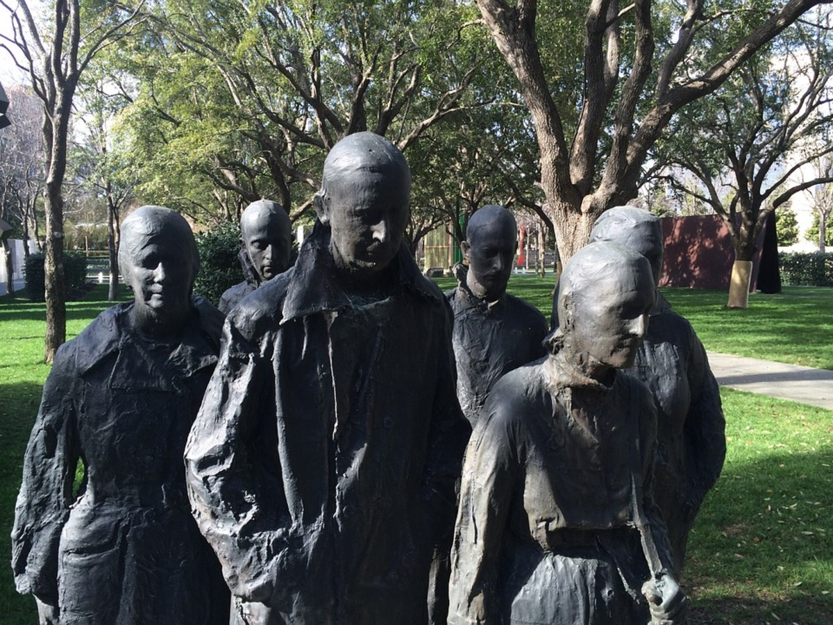 """Rush Hour"" by sculptor George Segal (1924 - 2000). He was awarded the US National Medal of Arts in 1999."