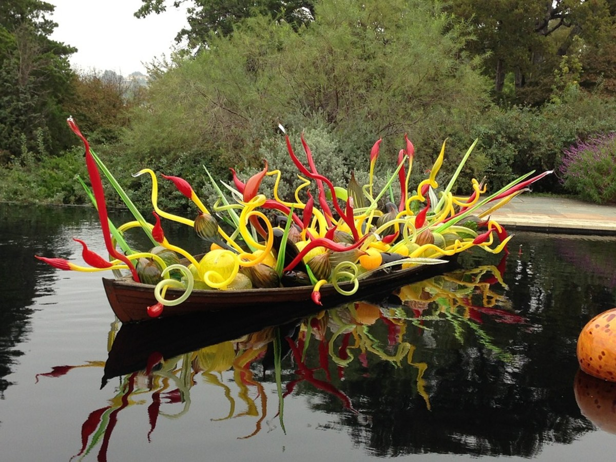 More Chihuly glass sculpture.