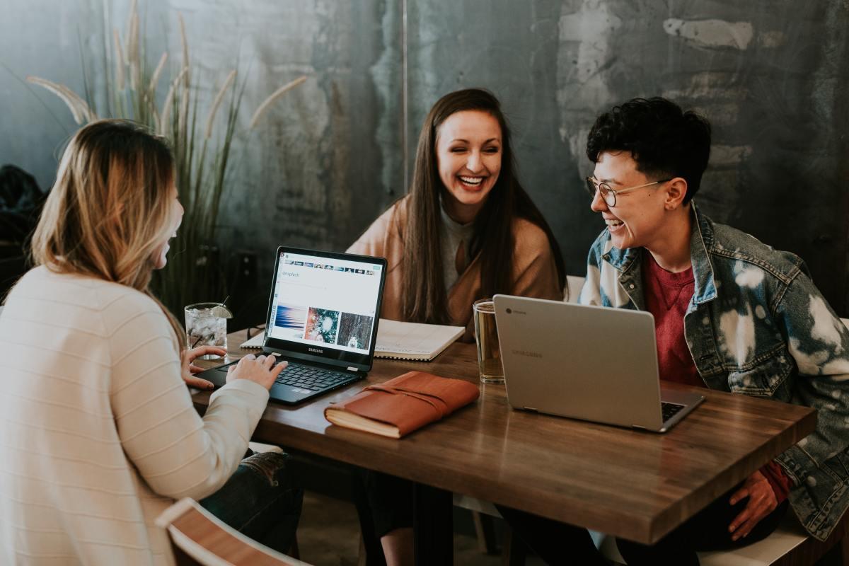 福利包有助于激励员工,并保持他们在工作场所的快乐。