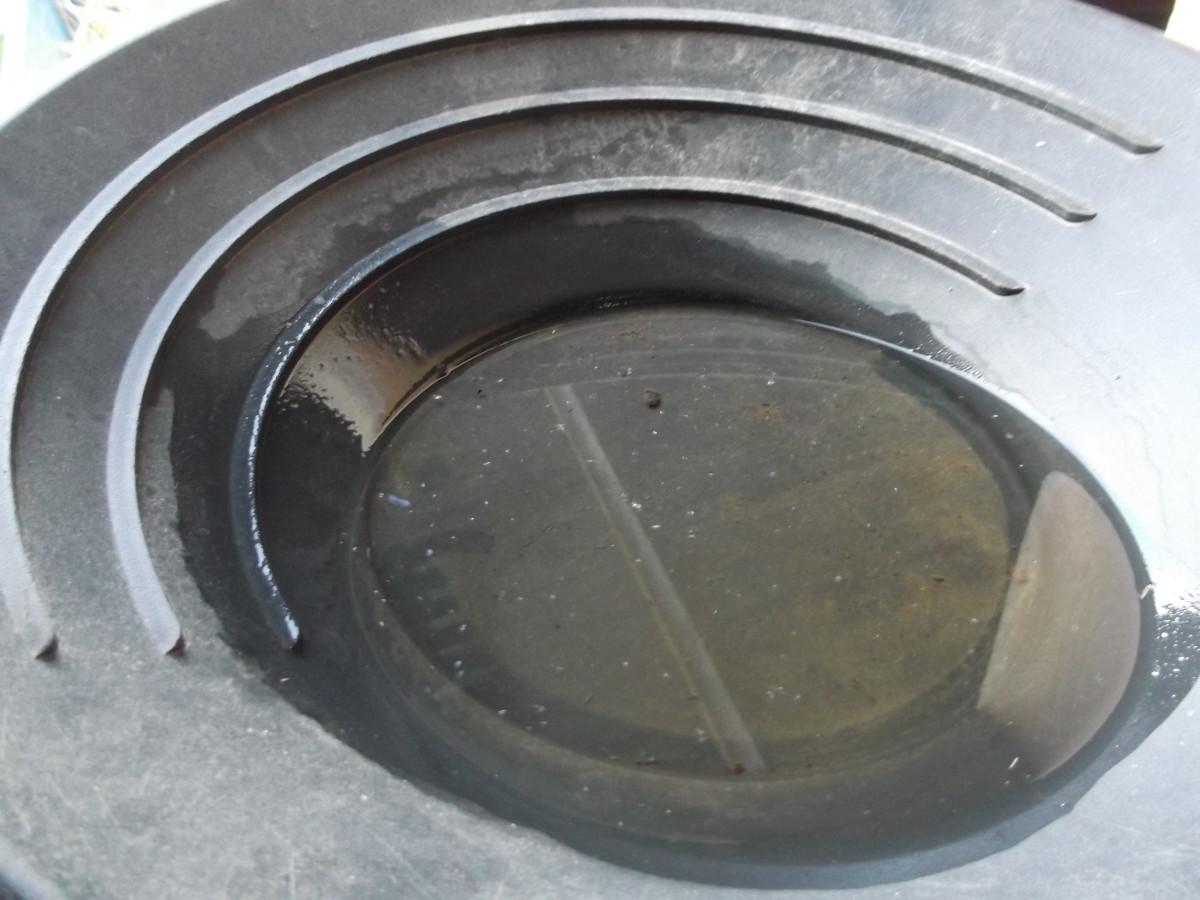选择一个塑料做的金锅。你可以用金属探测器在锅里的东西上检测一下。如果你的金锅是金属做的,你就做不到这一点。