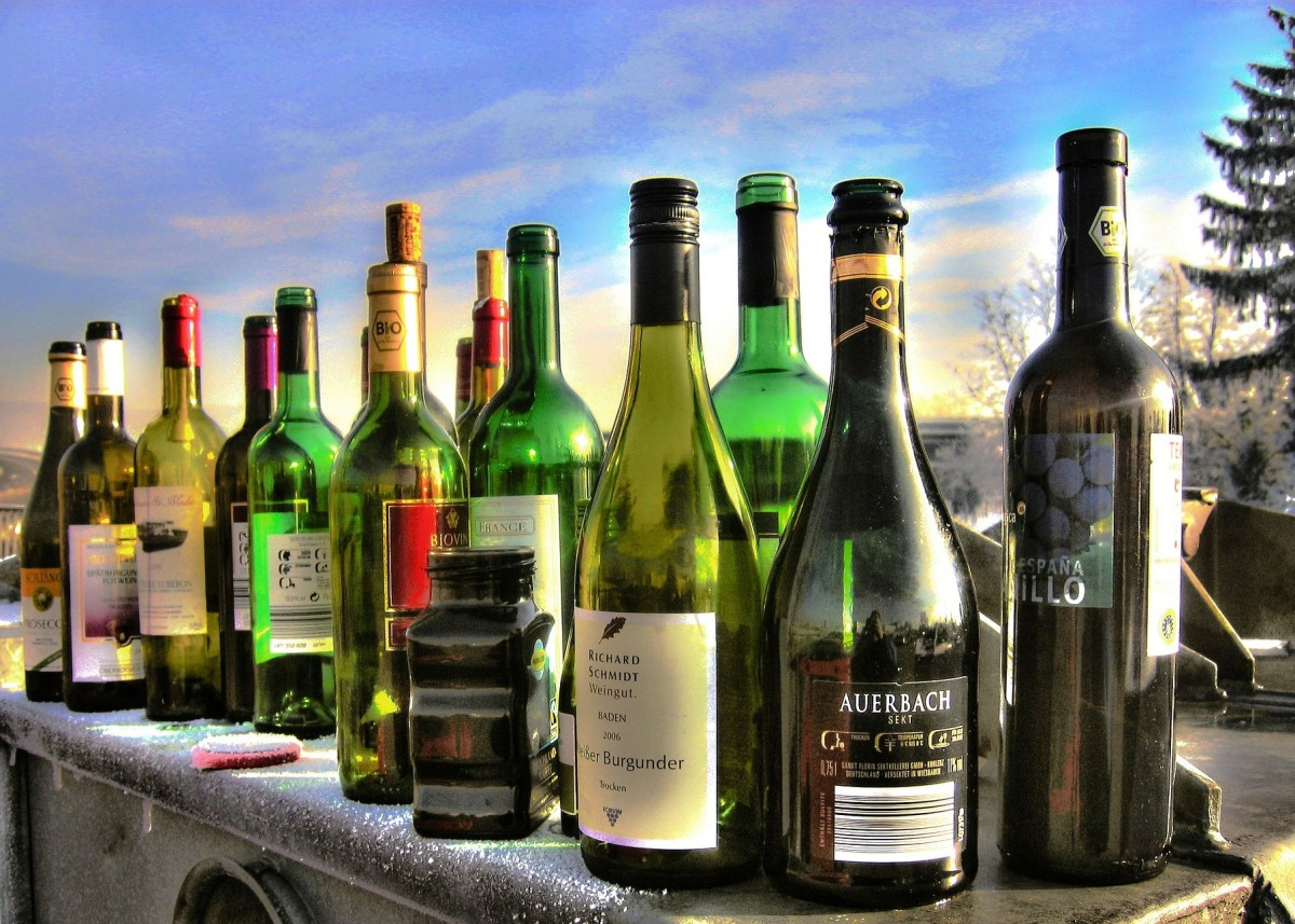 Alcohol use is linked with 1 in 25 deaths around the world.