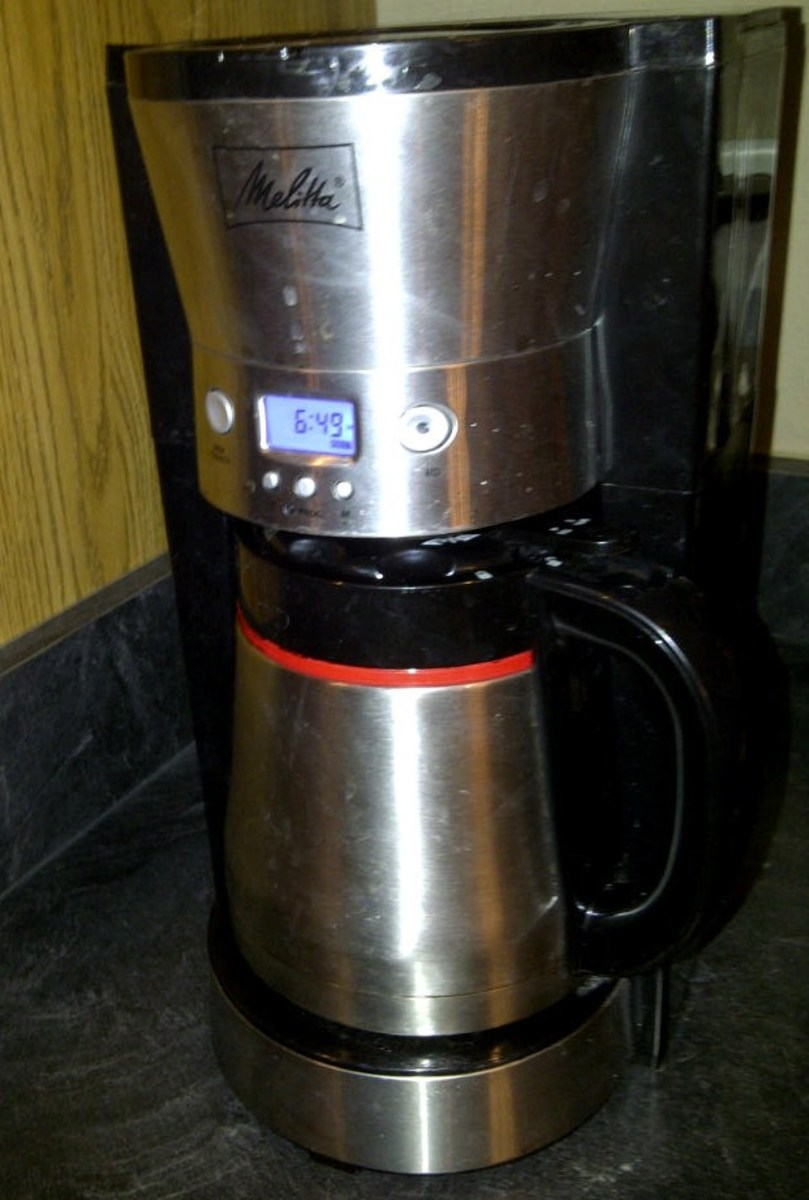 Coffee Maker with Cone Filter and Thermal Carafe