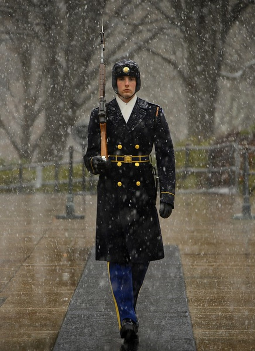 守卫无名战士之墓。
