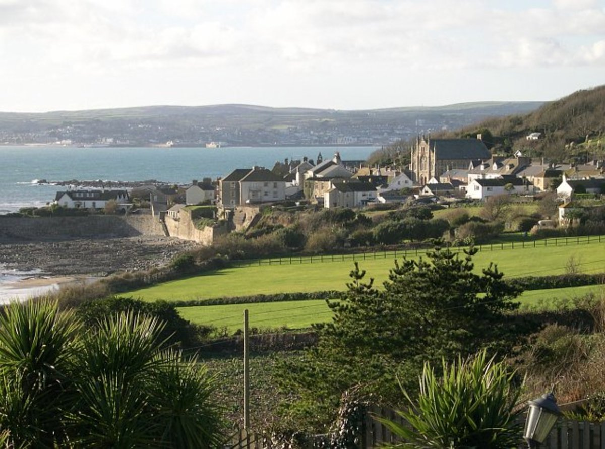 During low tide, St Michael's Mount is accessible from Marazion's shore.