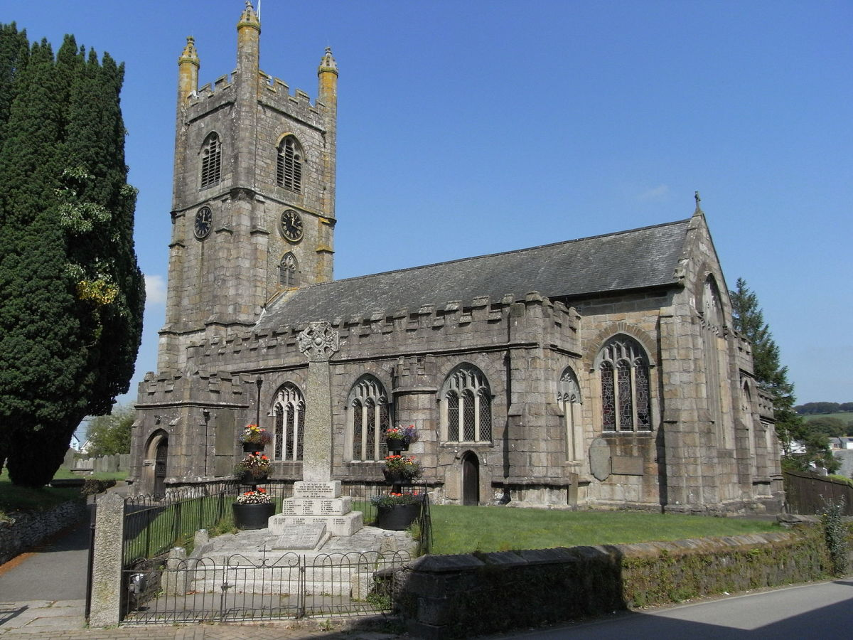 Callington is home to St Mary's Church, which hosts the tomb and effigy of Robert Willoughby, the first Baron Willoughby de Broke, who died in 1502.