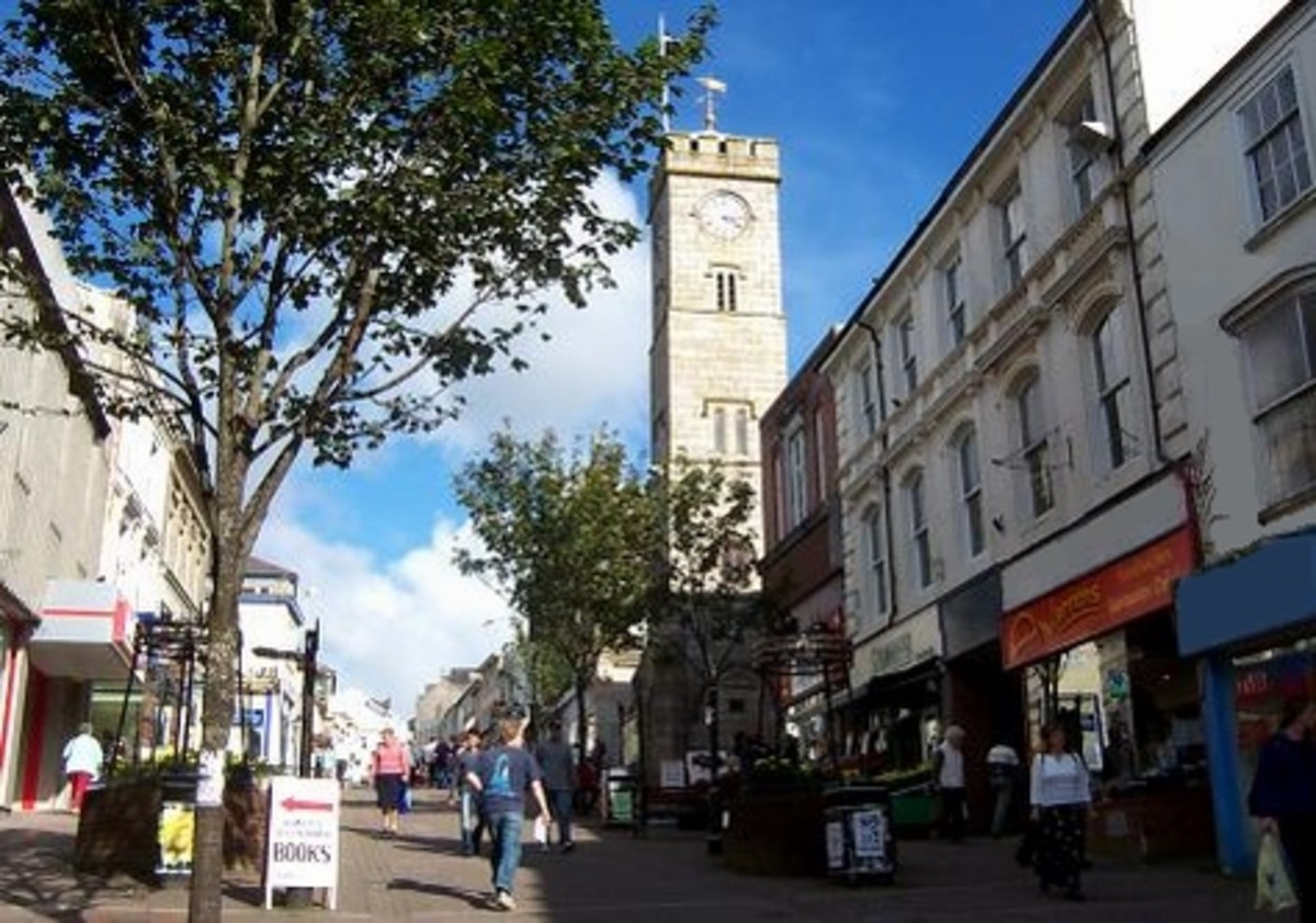 Redruth and the neighboring Camborne comprise one of the largest urban areas in Cornwall, so shopping and other attractions are abundant.