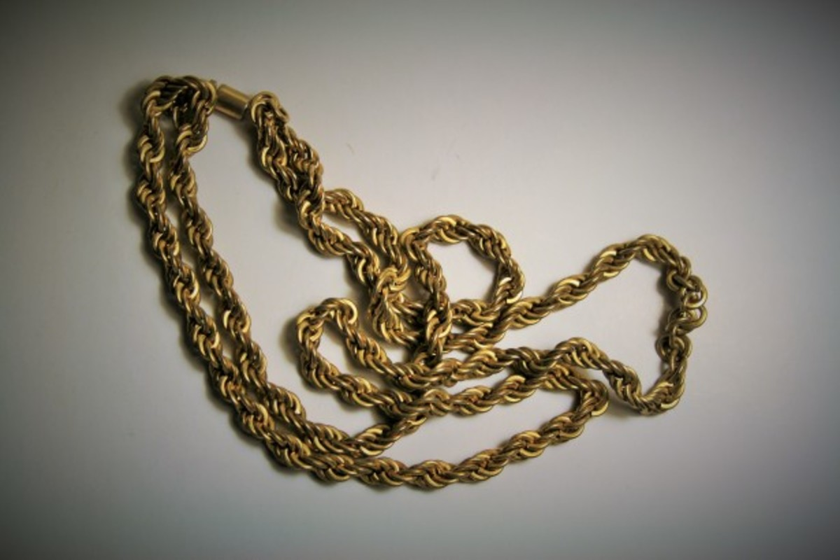Gold chains such as this one are one of the most commonly available types of gold jewelry...and most easily faked.