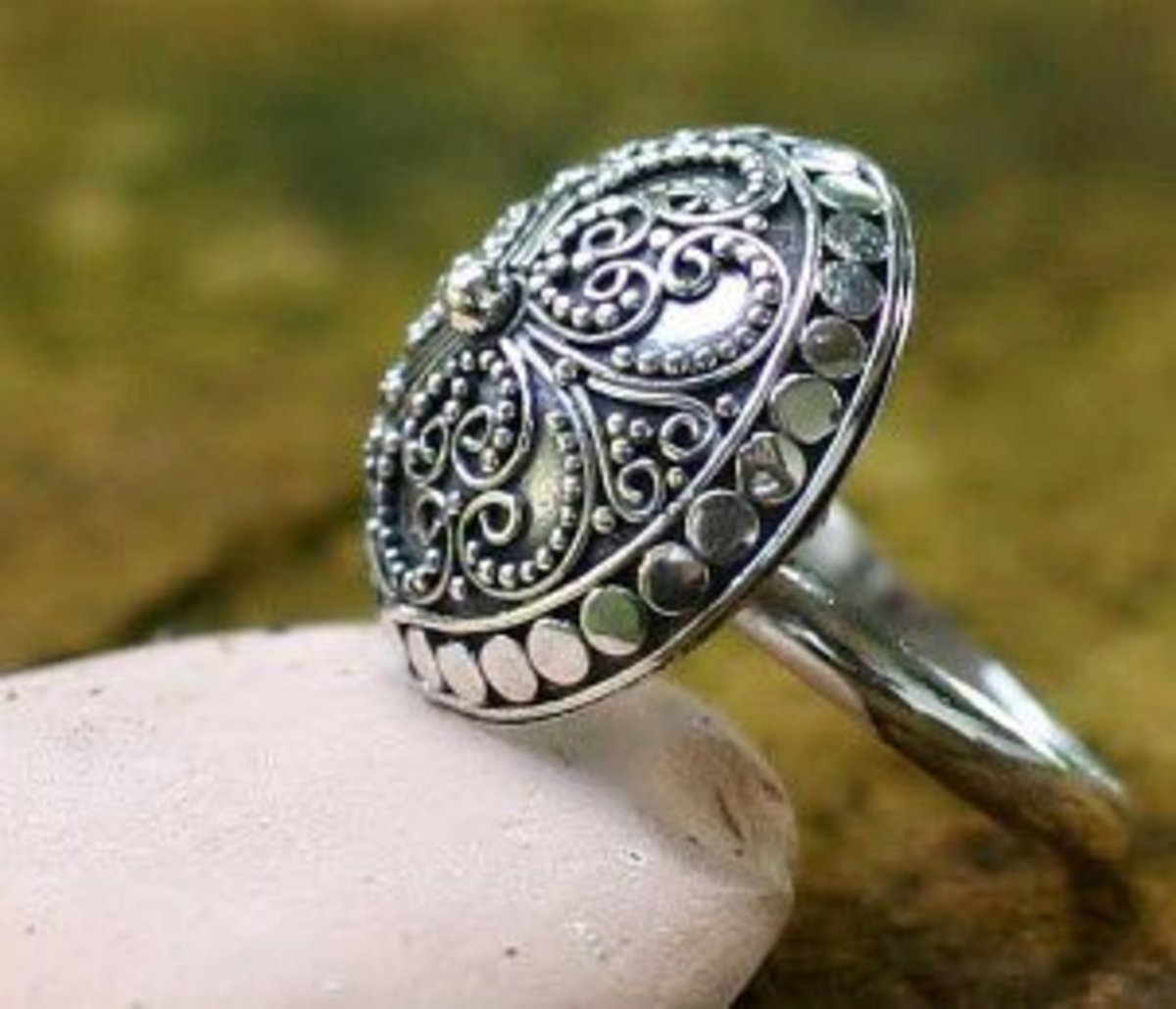 Sterling silver is the metal more often used in the making of silver jewelry