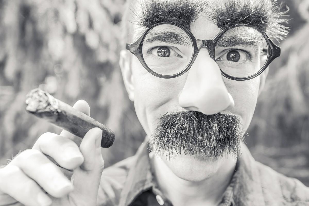 你对公众说的恐惧让你希望你能在一个有趣的面具背后隐藏你的尴尬吗?