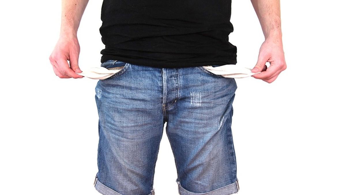 并不是每个人都具备使用信用卡所需的财务纪律。超出预算的支出是非常诱人的。监控你的花费是很耗时的。坚持陈述和日期是没有乐趣的。
