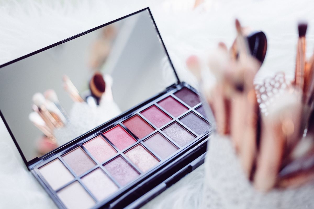 If you need some extra cash to pay for your love of all things makeup and cosmetics then companies like LimeLight by Alcone have you covered with work from home opportunities.