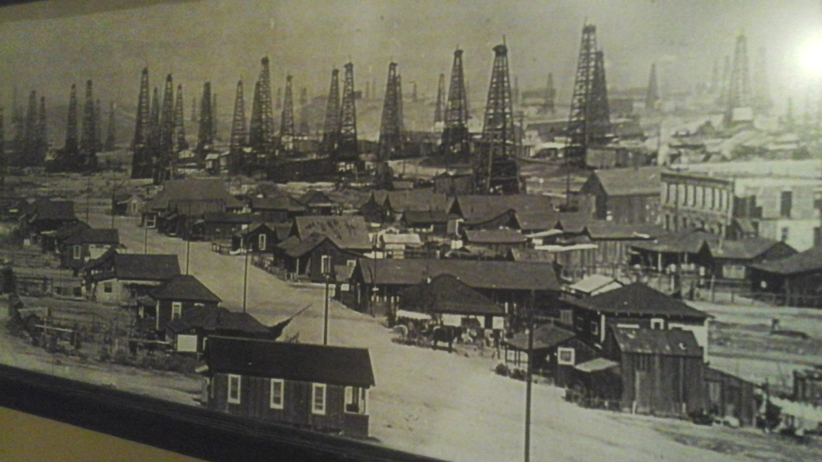 An antique photo of the skyline.