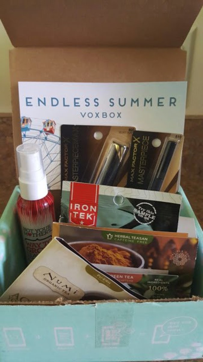 My very first voxbox from Influenster - The Endless Summer Voxbox. These complimentary products were sent to me for testing purposes.