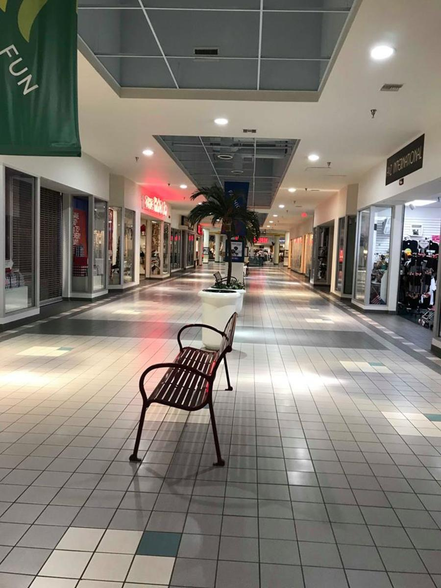 Outlet Mall in Laughin, Two Fridays before Christmas