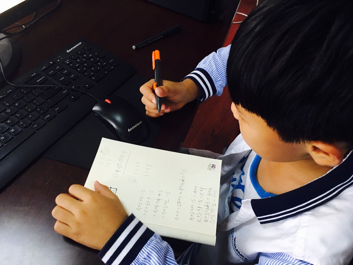 Kids have one-to-one lessons with a native English speaker at VIPKID.