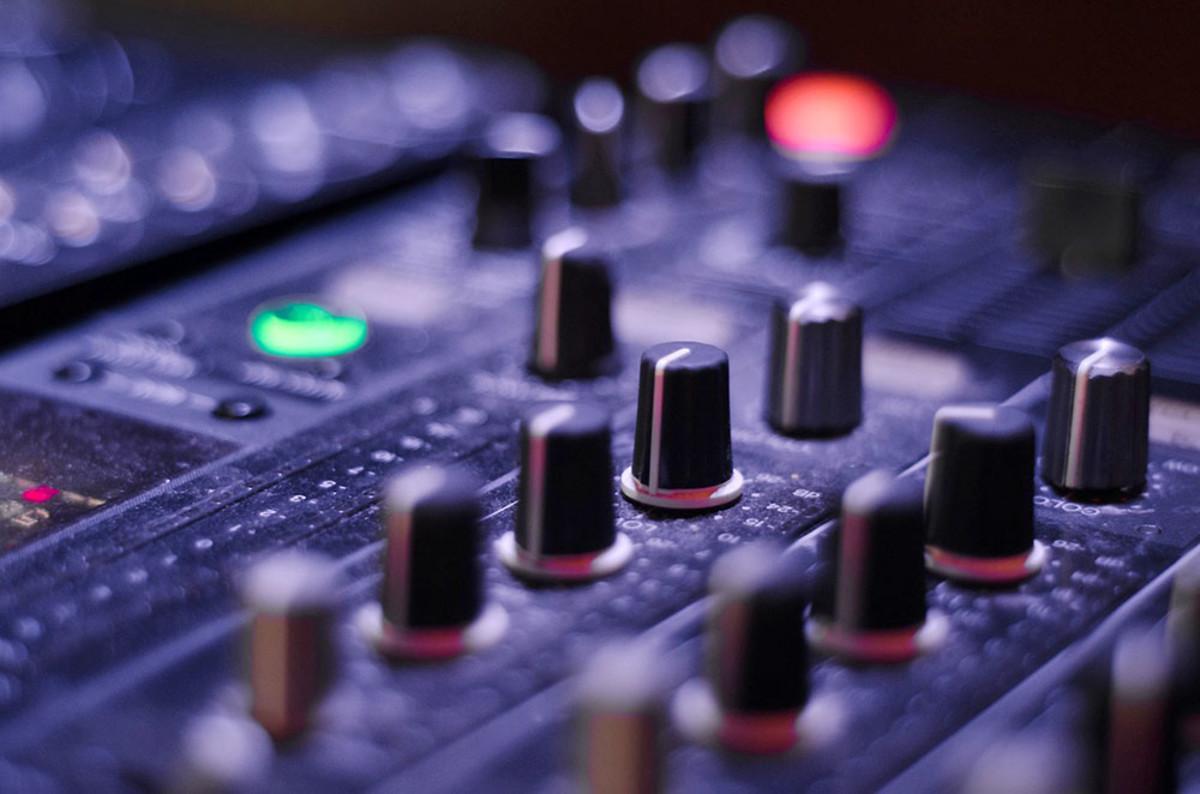 有效的公共演讲提示:适当的音频设备管理可以成就或破坏一场伟大的演讲。