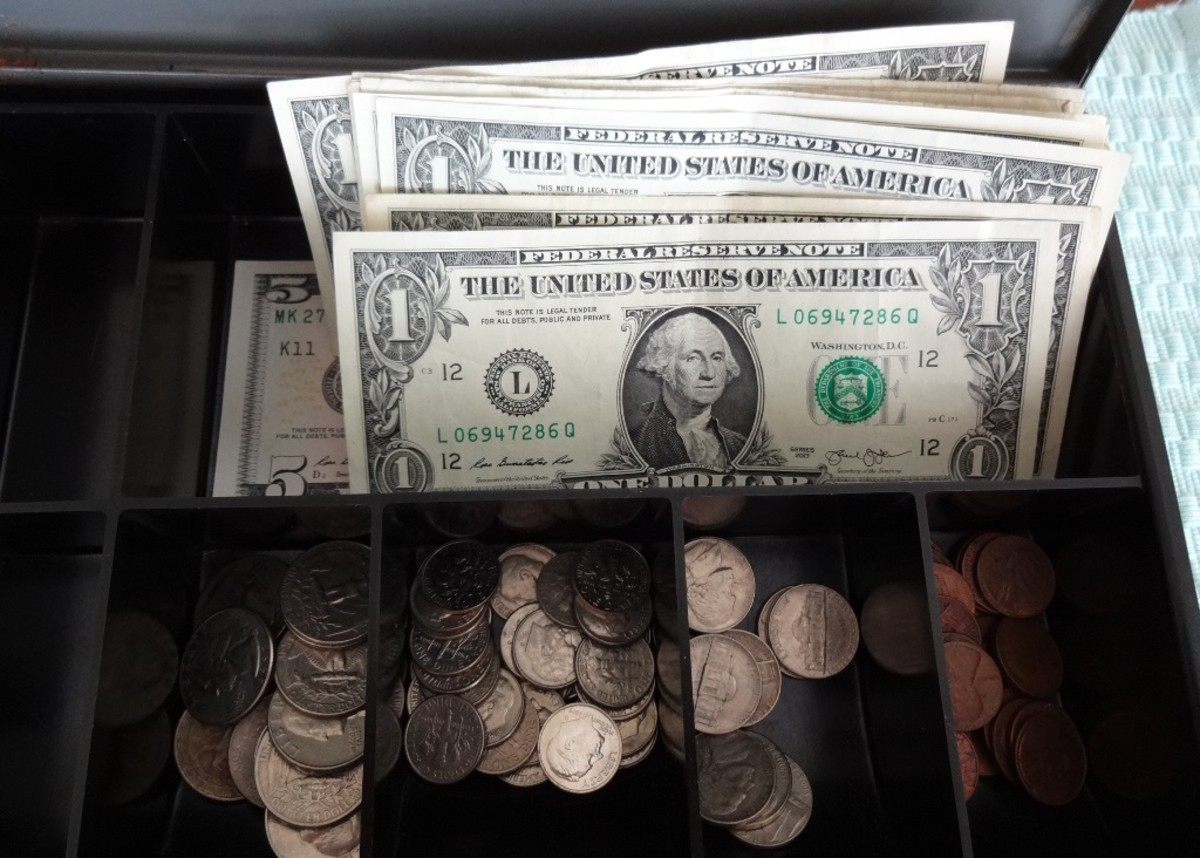 This sort of cash box is useful for garage sales and vendor fairs.