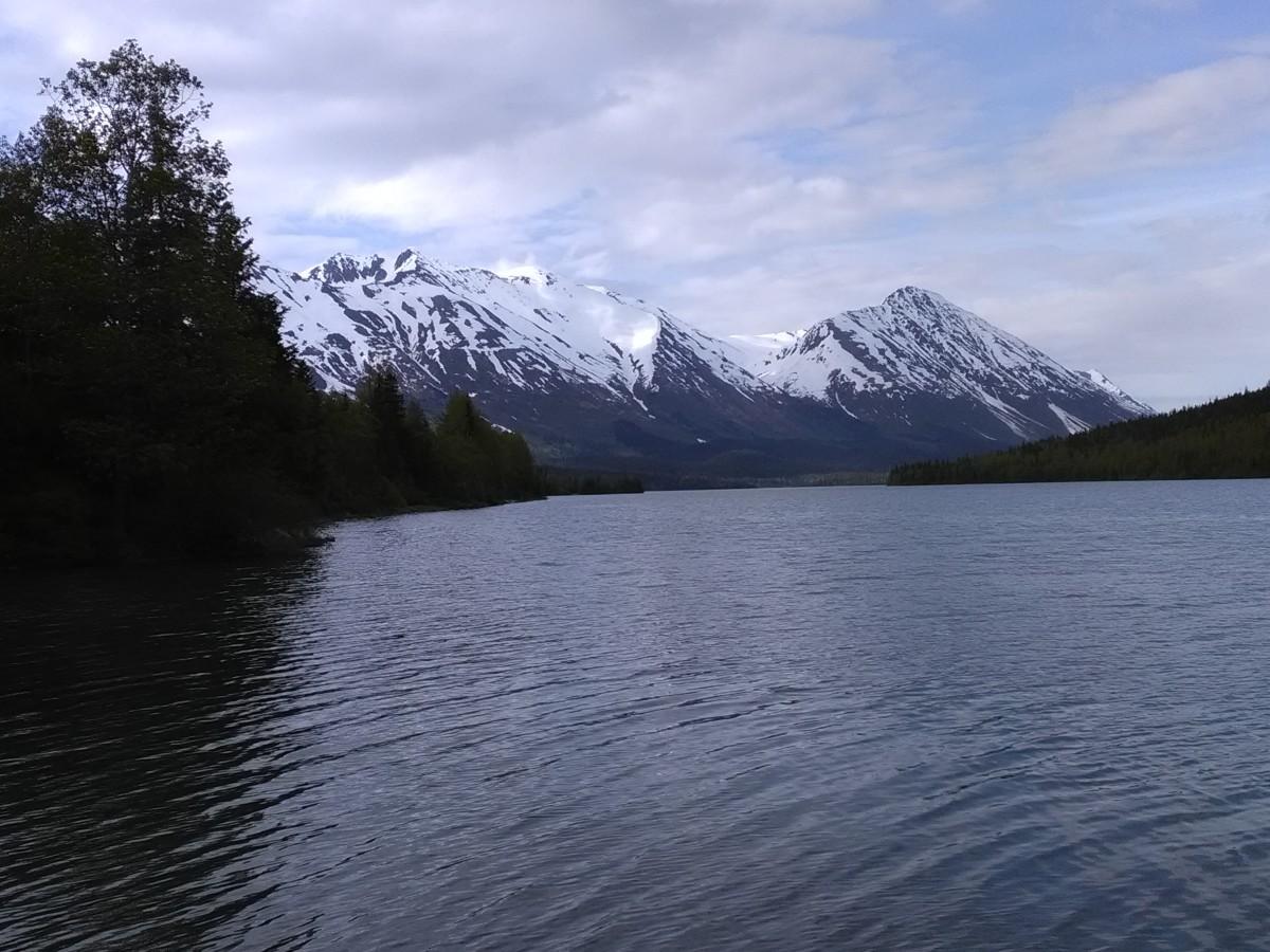 您可以每天看到这样的观点!(Kenai半岛的Trail湖)