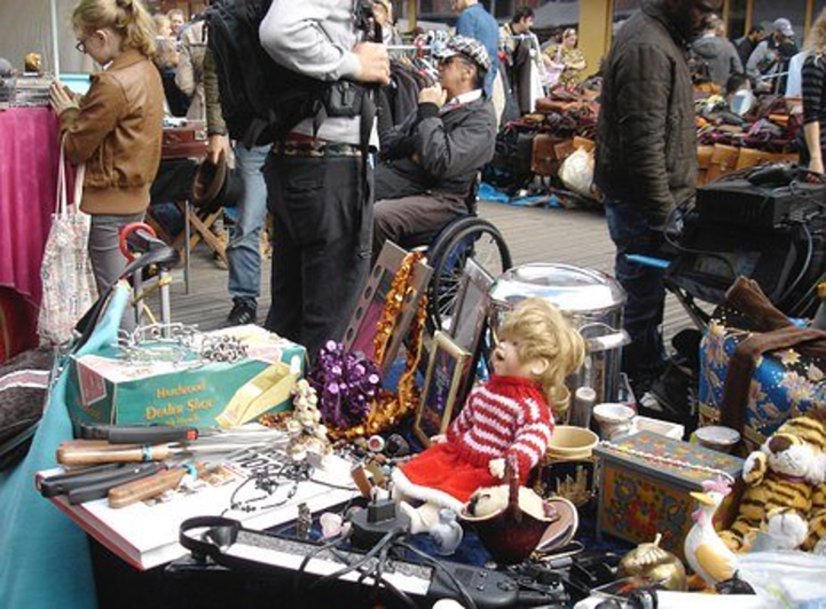 The typical hustle and bustle of a flea-market