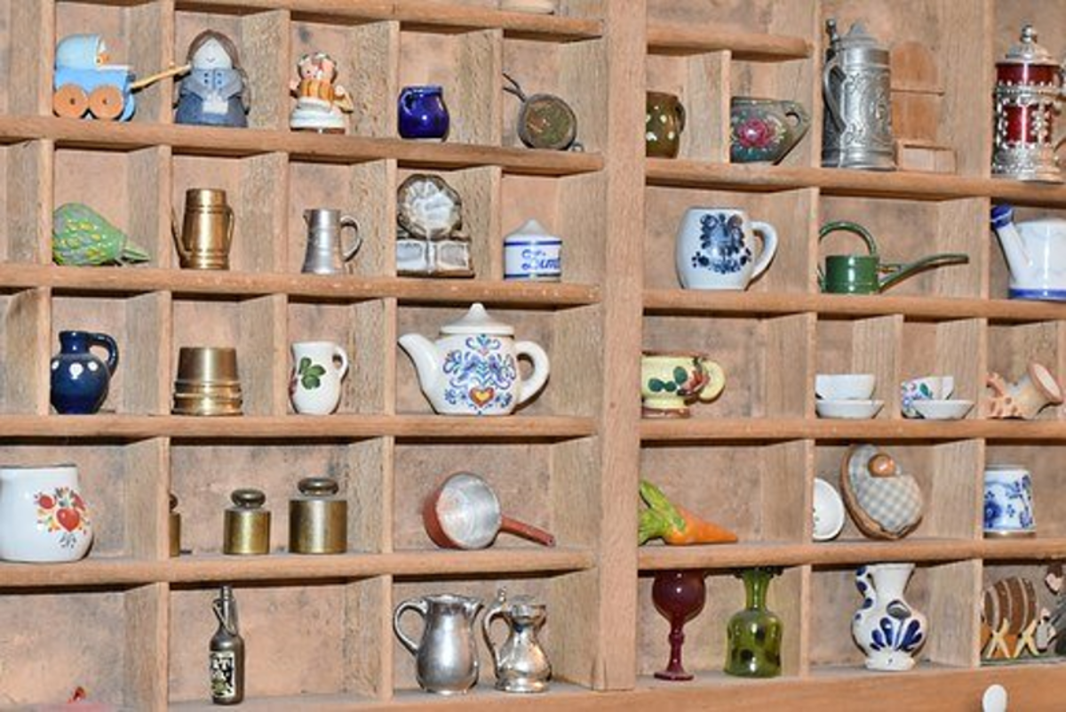 """Smalls"" - vintage collectibles that are of a small size - ideal for display cabinets and shelves."