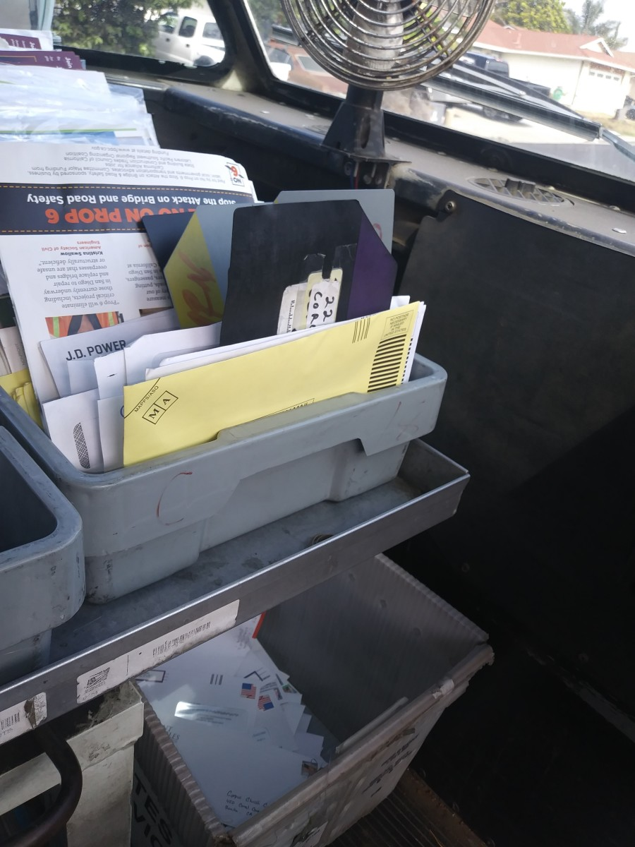 "Mel uses a stupidly simple system of  MSP breaker cards to keep the ""mystery mail"" separated from the outgoing.  Note the outgoing stamped mail is in the bucket on the floor."