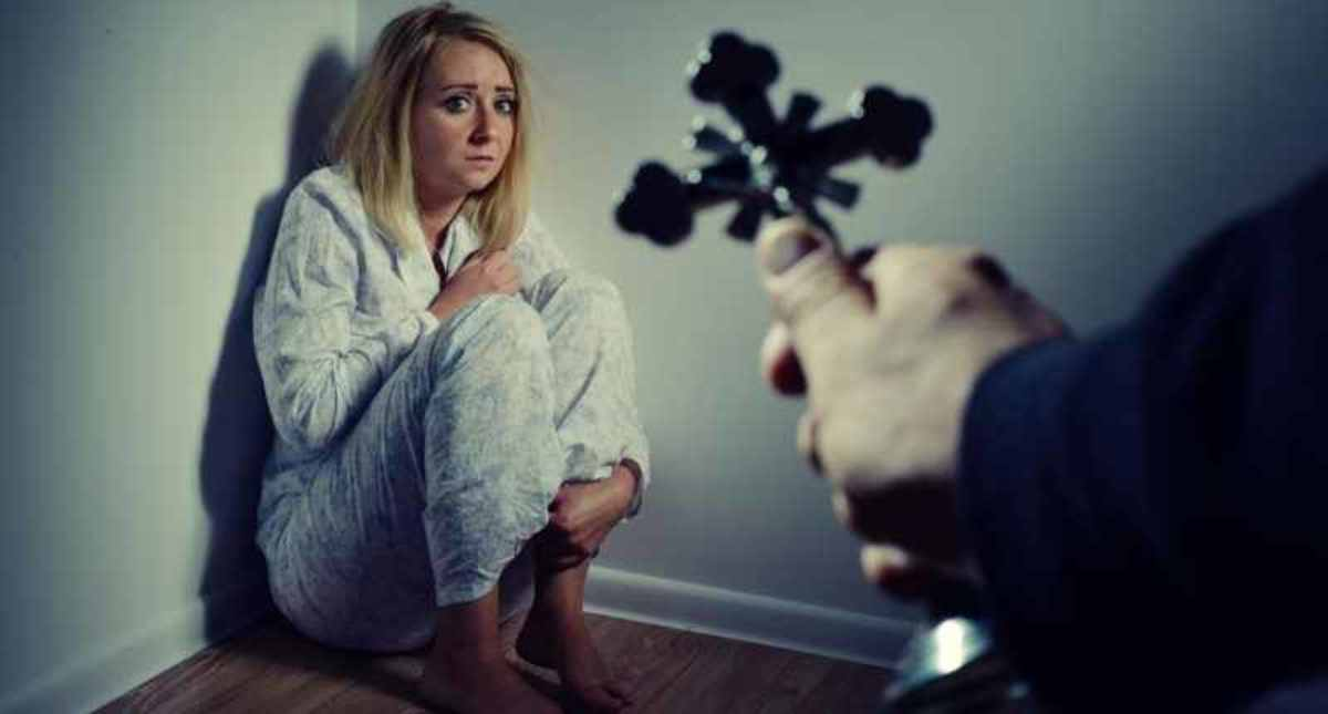 why-doesnt-she-just-leave-psychological-practical-reasons-abused-partners-stay