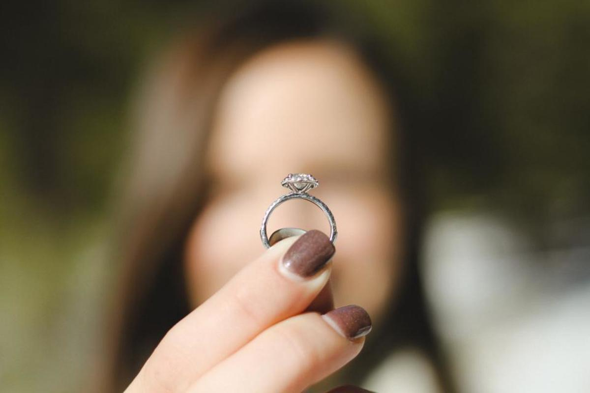 It can be hard to know what to do with the ring after a failed proposal.