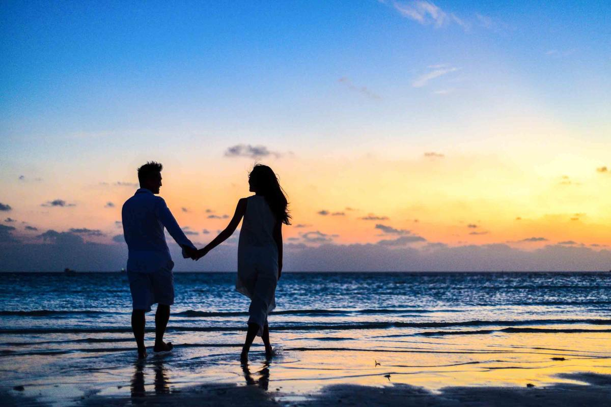 romantic-relationships-self-disclosure