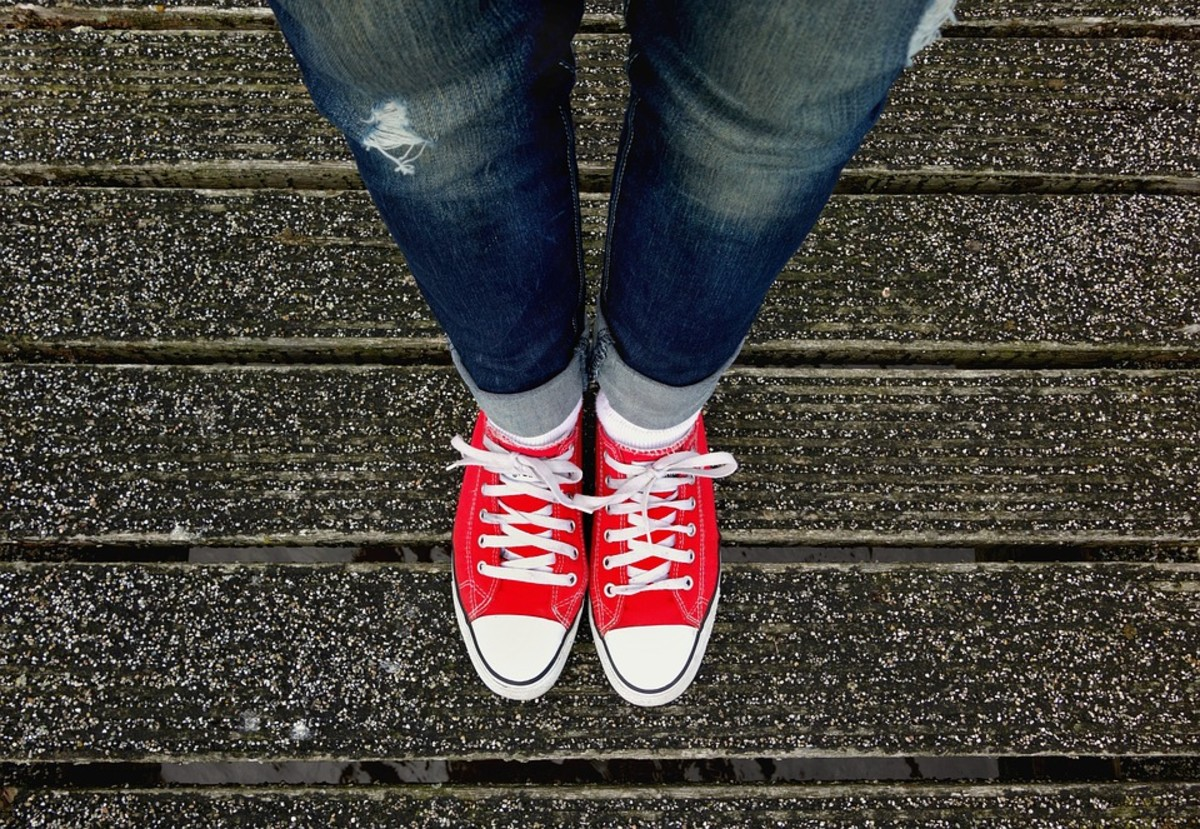 Cuffed jeans with Converse sneakers? This photo is hella bi!