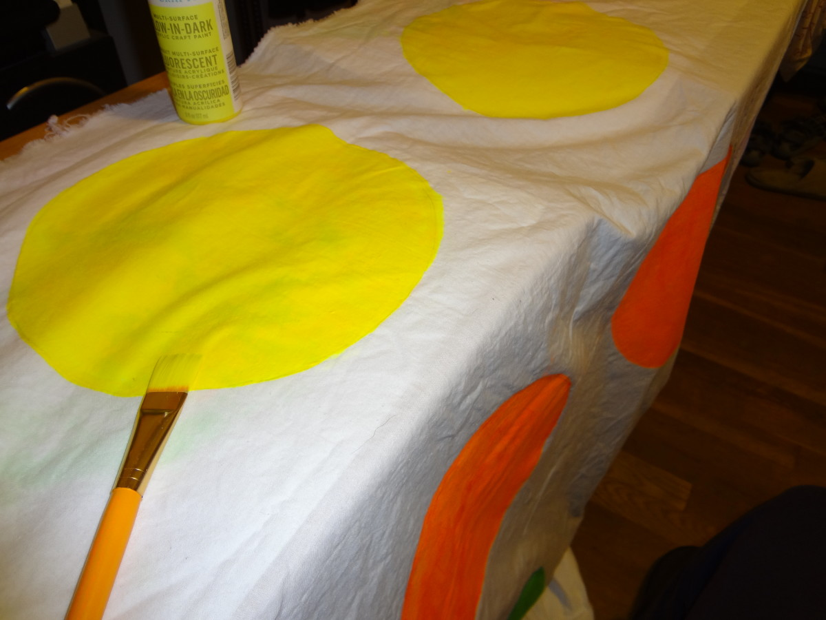 Paint the circles with glow paint.