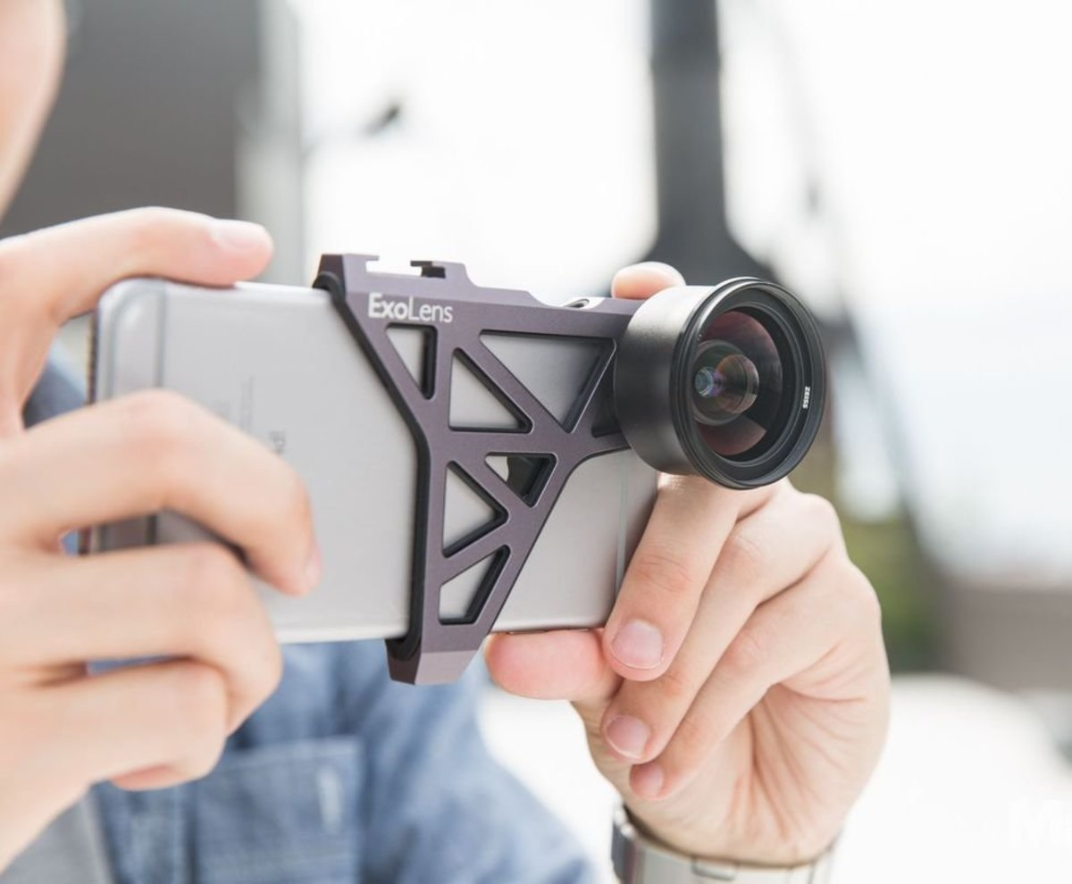 This external lens kit and a cool exoskeleton bracket can turn a phone into a real camera.