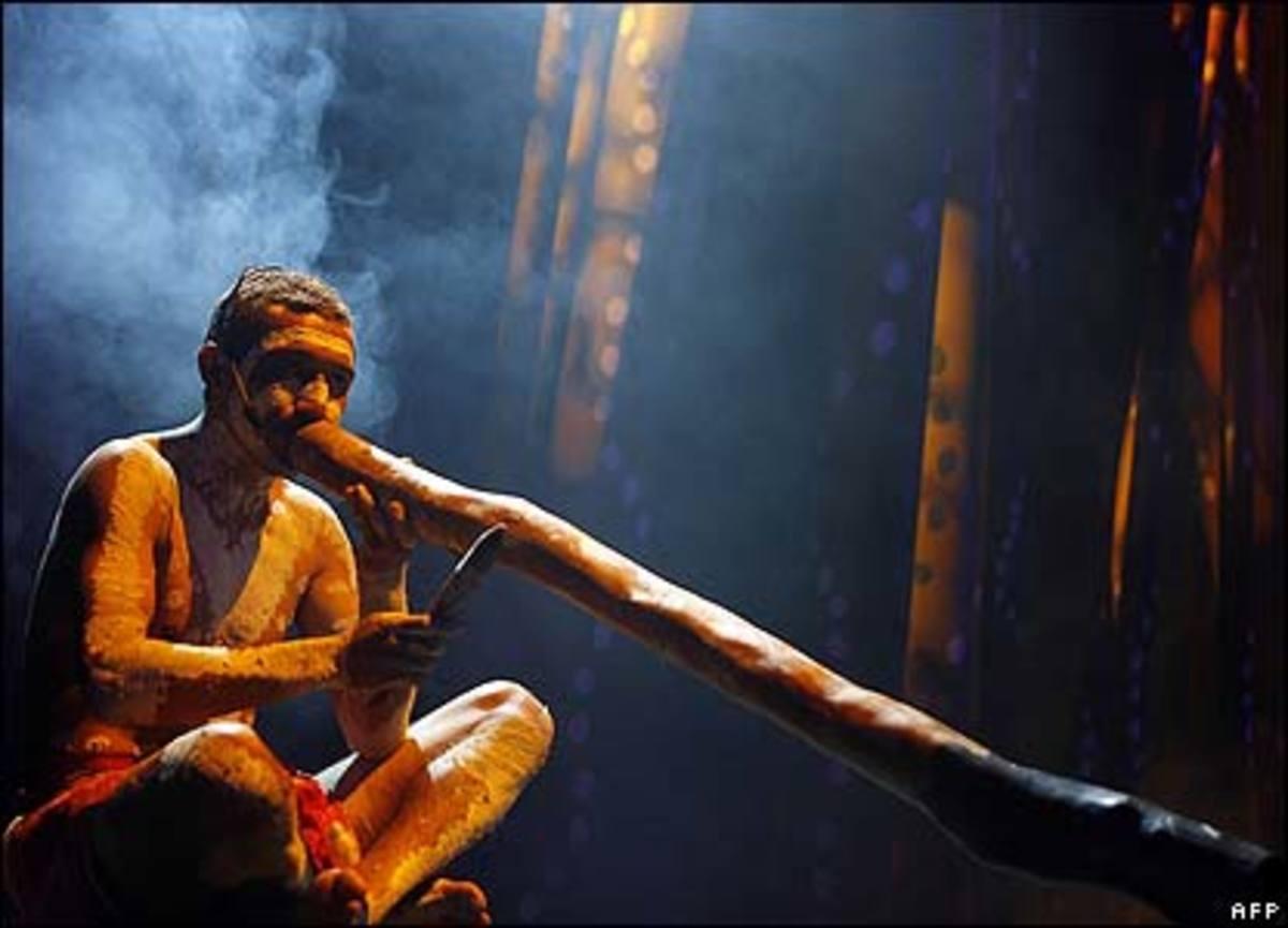 Australian aboriginal didgeridoo player David Little/Photo by: AFP