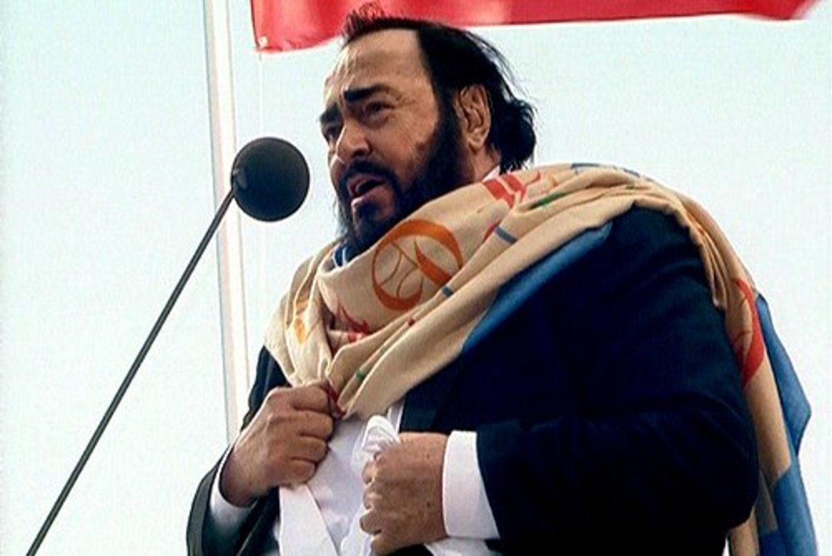 Tenor Luciano Pavarotti performing at the opening of the Constantine Palace in Strelna.
